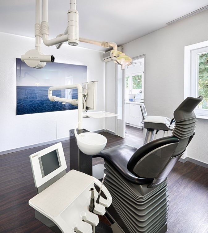 Zahnarztstuhl bei Dr. Kneppo